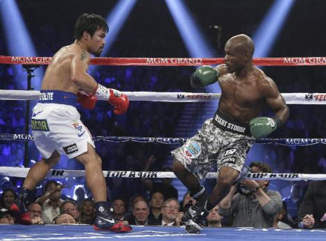 Saturday night in Las vegas, there was no controversy  at the MGM Grand Garden Arena.  Just a superb performance by Manny Pacquiao.